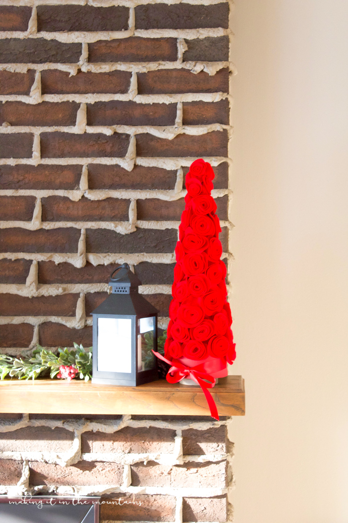 Felt Flower Christmas Tree | www.makingitinthemountains.com