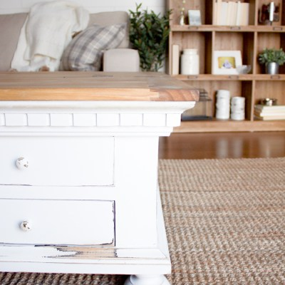 A Farmhouse Coffee Table Makeover