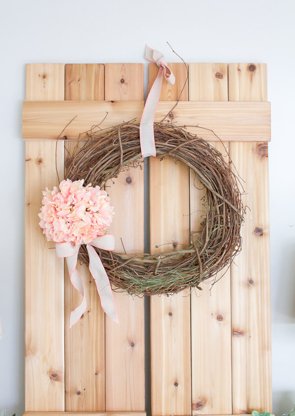 This Spring wreath is so simple to make, you can whip it up in just 5 Minutes!