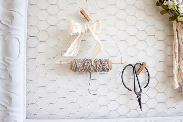 Super cute AND functional, this rustic DIY twine dispenser is full of farmhouse charm and takes just minutes to whip up! | www.makingitinthemountains.com