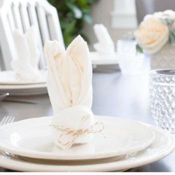 These sweet little bunny napkins take just minutes to fold up! | www.makingitinthemountains.com