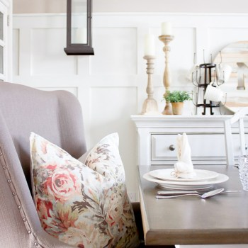 These sweet little bunny napkins take just minutes to fold up! | www.makingitinthemountains.com