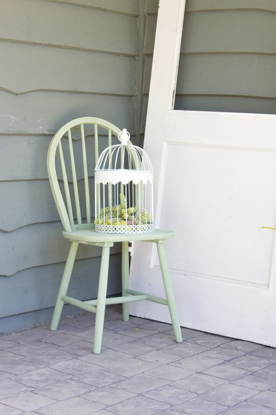I can't wait to show you how I brought a bit of colour + life to this old chair in just 15 minutes!