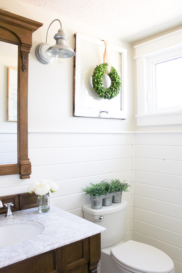Farmhouse Powder Room | www.makingitinthemountains.com