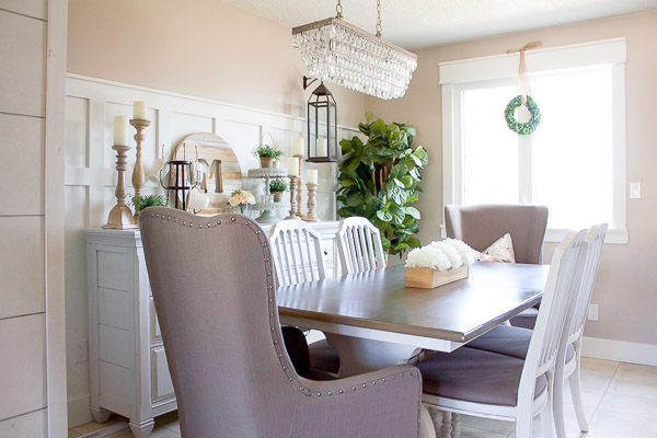 With just a few simple touches, our farmhouse style Spring dining room is looking light, bright and ready for Spring!