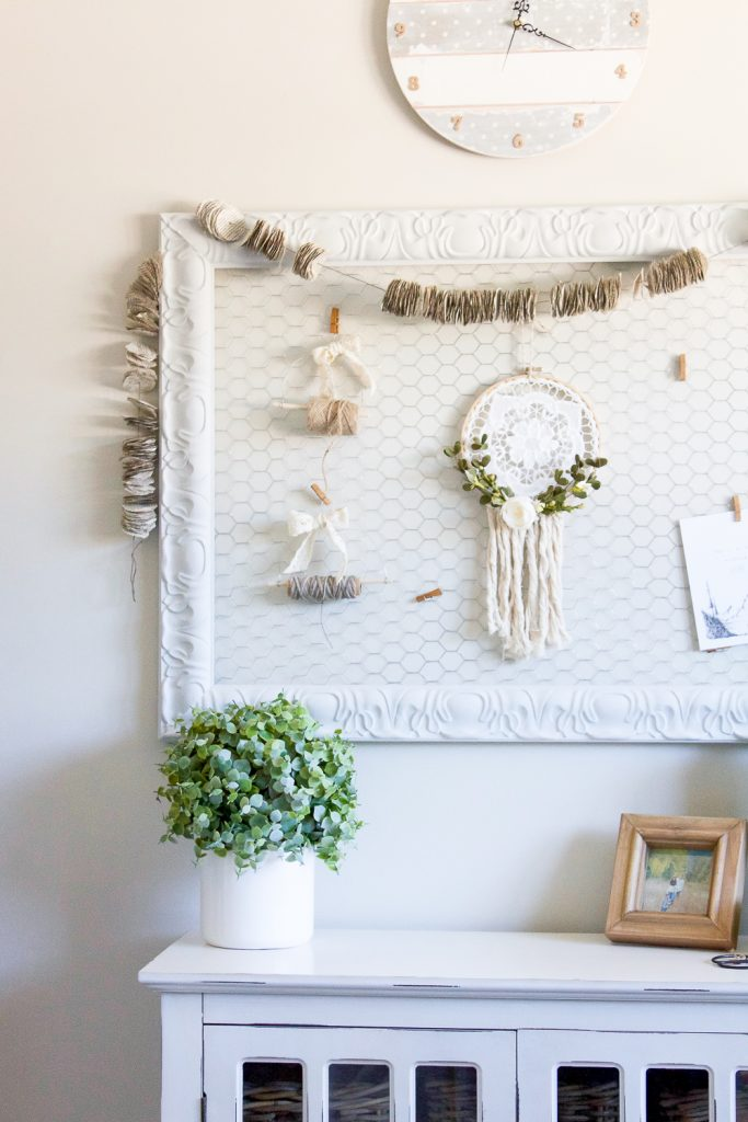 How to turn an old picture frame into a DIY chicken wire memo board in just minutes! | www.makingitinthemountains.com