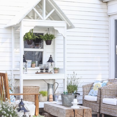 12 DIY Potting Benches with Farmhouse Style