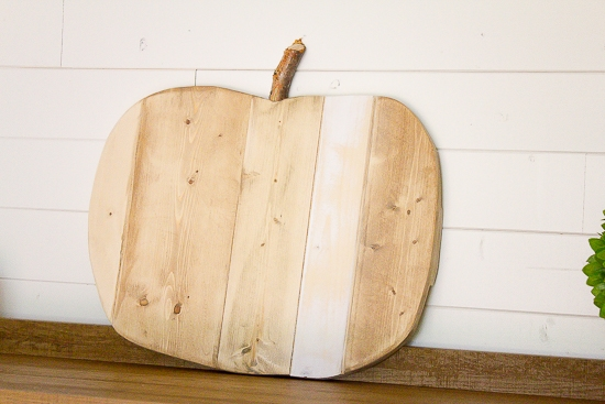 How to Make a Rustic Scrap Wood Pumpkin | www.makingitinthemountains.com