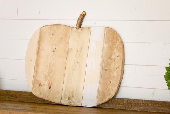 How to Make a Rustic Scrap Wood Pumpkin   www.makingitinthemountains.com