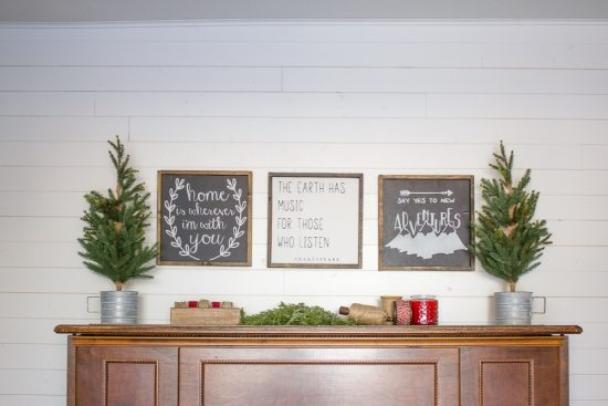 This farmhouse Christmas family room looks SO cozy and inviting! What a lovely space to spend the holidays!   www.makingitinthemountains.com