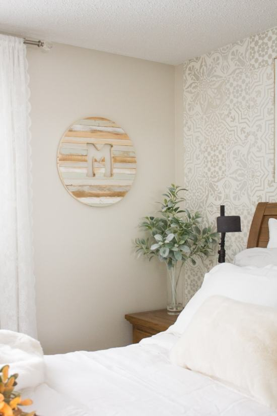 Farmhouse Style Guest Bedroom | www.makingitinthemountains.com