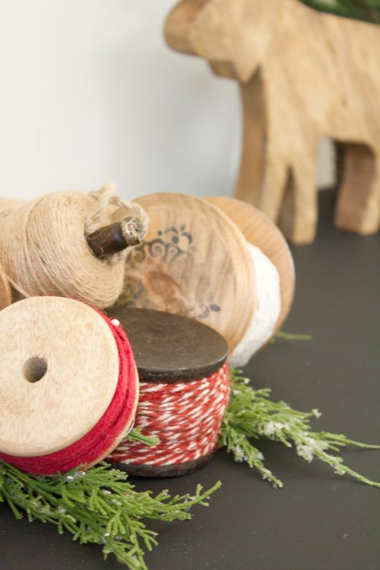 DIY Christmas Ribbon Spools | www.makingitinthemountains.com