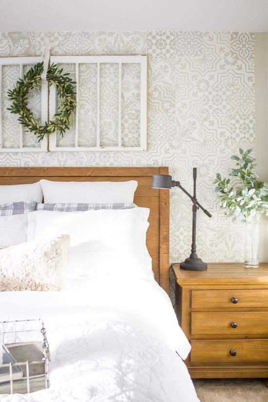 Sharing my favourite ways to create a welcoming guest room space... www.makingitinthemountains.com