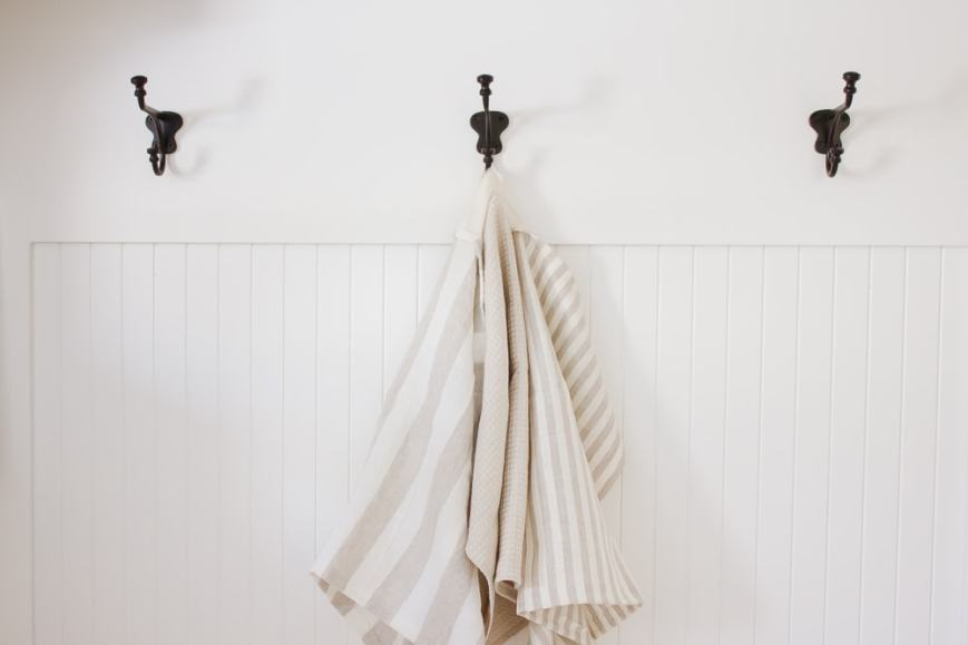 These simple farmhouse style DIY linen dish towels are SO quick + easy to make, even the newest of sewers can whip one up in just minutes!