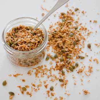 This nut free granola recipe is the perfect topping for yogurt, oatmeal, smoothie bowls + even ice-cream and, because it's nut free, you can feel good about packing in school lunches too! | www.makingitinthemountains.com