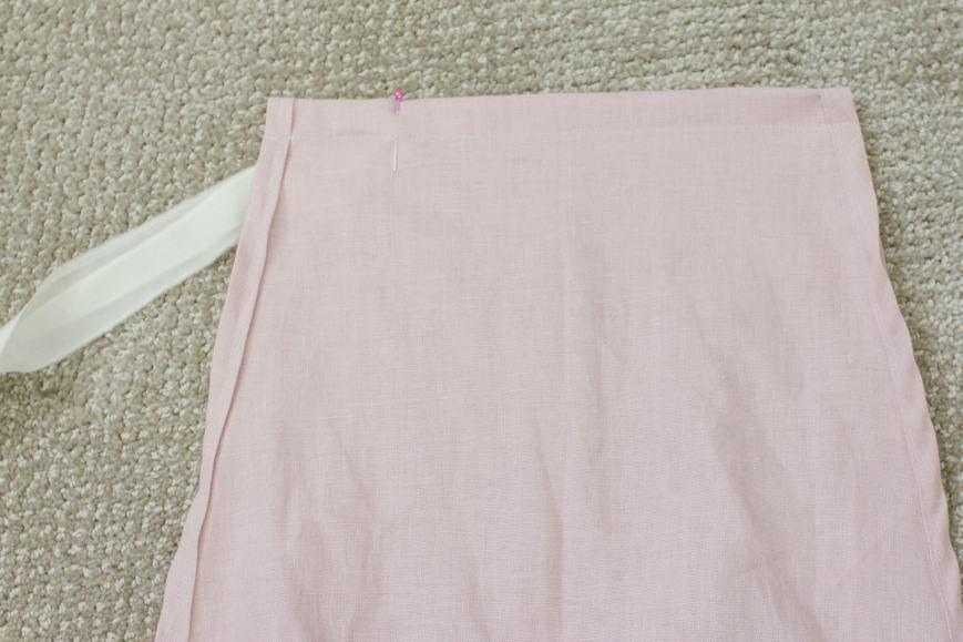 pin ribbon to linen