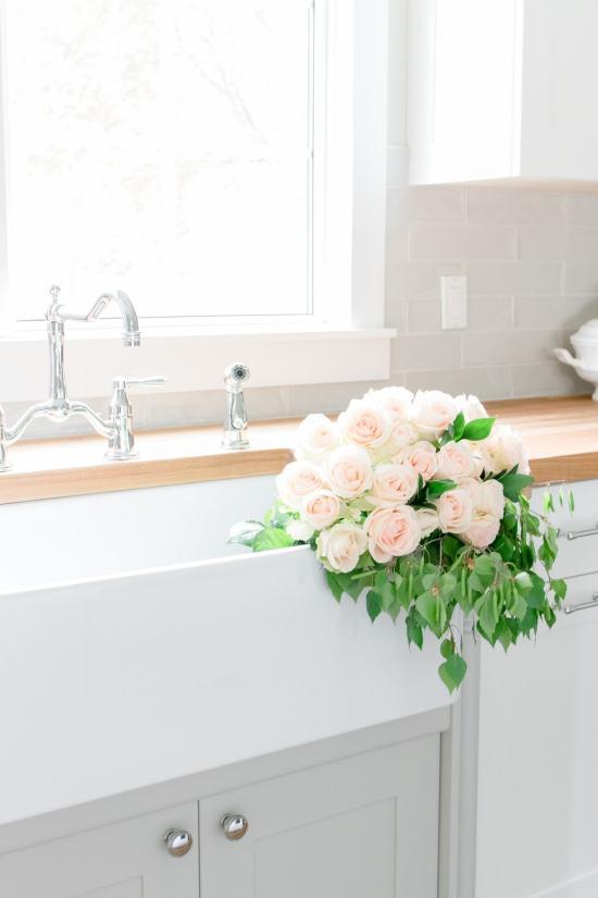 farmhouse sink, flowers in sink