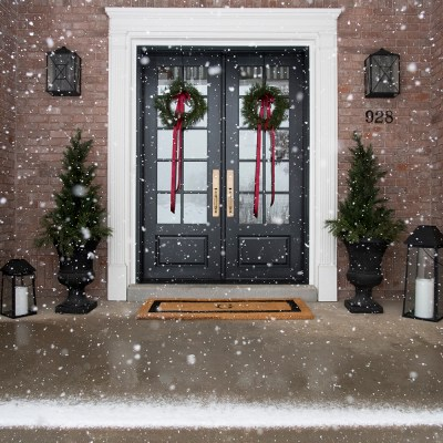 20 Beautiful Holiday Home Tours to Inspire your Christmas Decor this Holiday Season