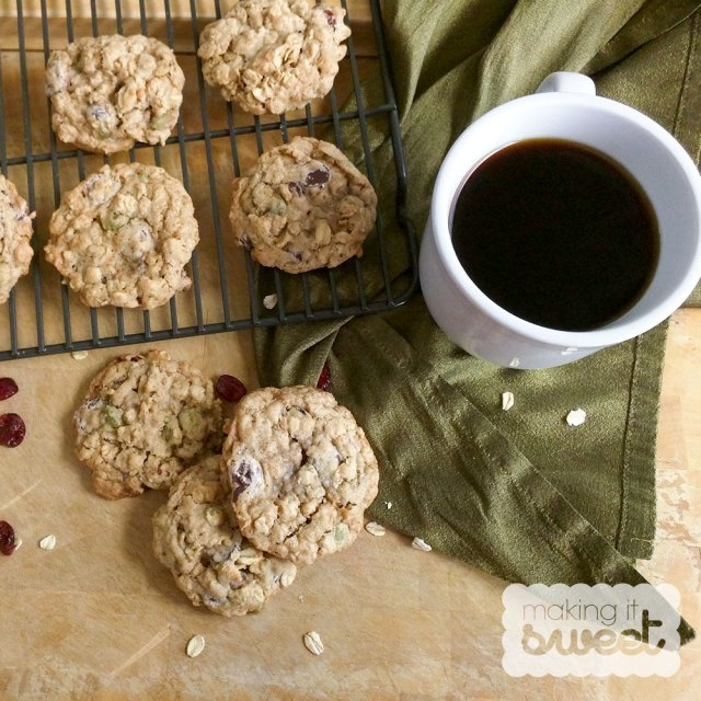 makingitsweet_oatmealcookie_top