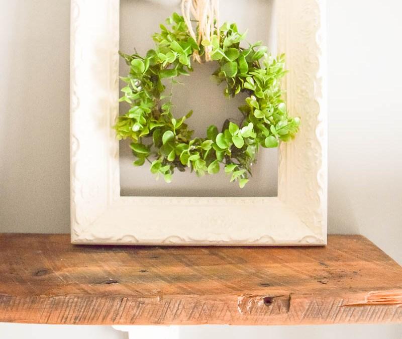 Simple Farmhouse Decor: Upcycled Frame and Wreath