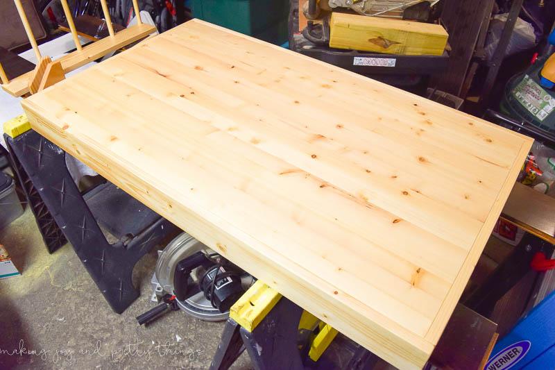 https://i1.wp.com/www.makingjoyandprettythings.com/wp-content/uploads/2016/11/DIY-kids-craft-table-1.jpg?resize=800%2C533