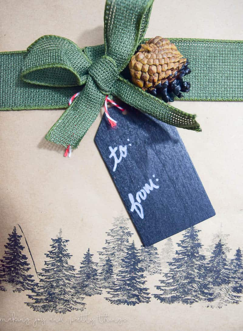 Rustic gift wrapping ideas using pinecones. DIY Gift Wrap. Gift Wrapping Ideas.