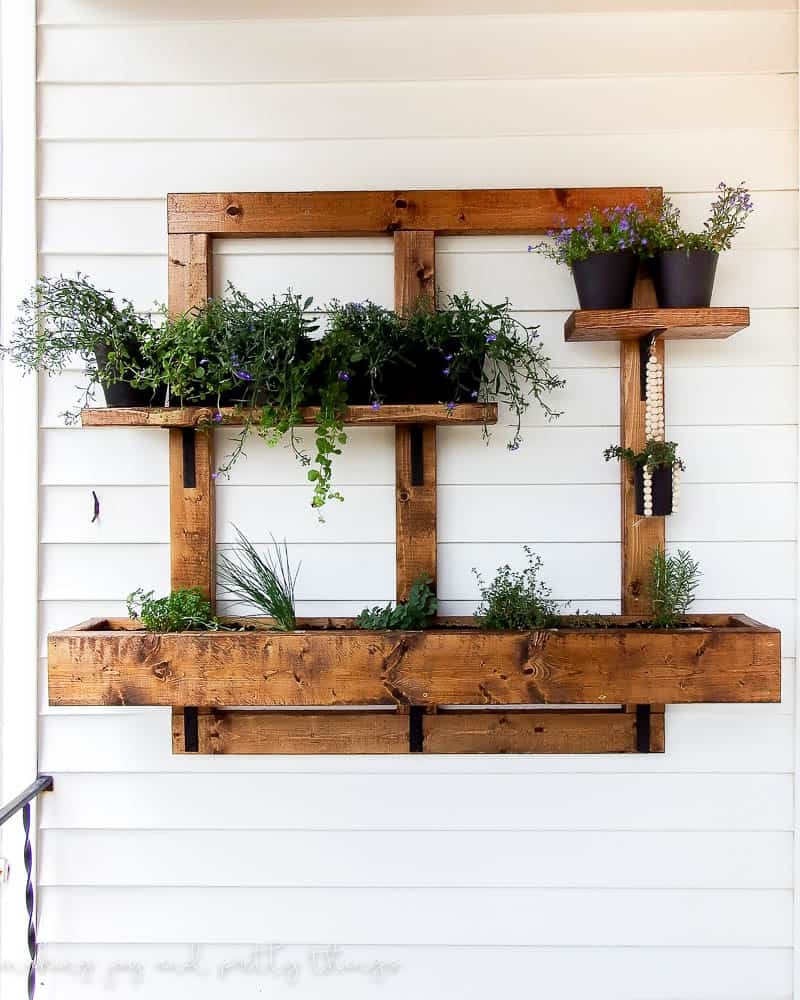 Diy vertical herb garden and planter 2x4 challenge - Wall mounted planters outdoor ...
