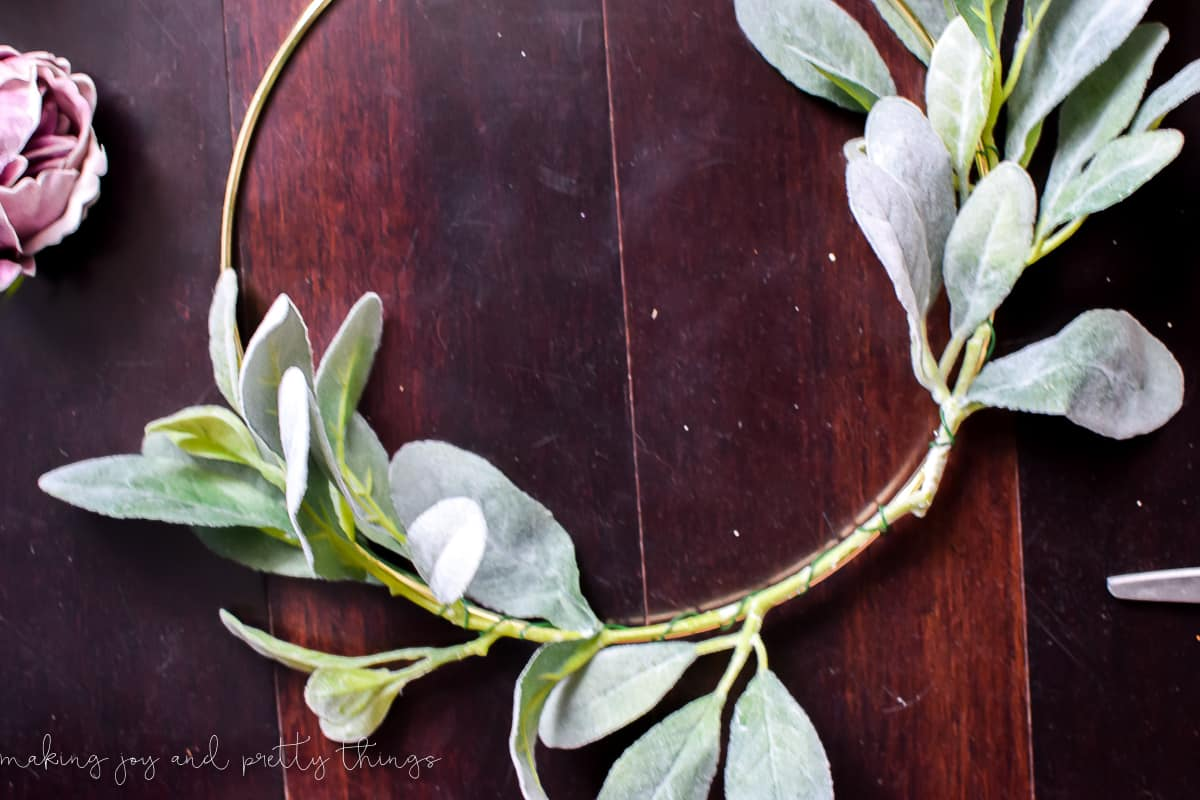 moody modern fall wreath | diy fall wreath | diy wreath | minimalistic wreath | modern farmhouse | gold hoop wreath