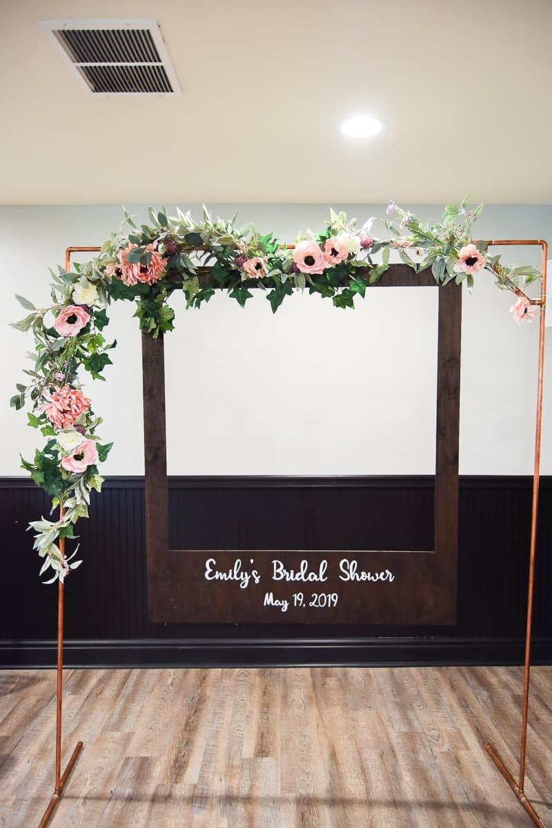 diy oversized polaroid photo booth | diy wedding | wedding ideas | diy projects | bridal shower | birthday party | wedding diy ideas | photo booth | diy photo booth | diy polaroid
