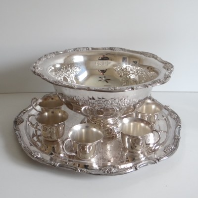 Silverplate Punch Bowl with Repousse Design – Elegant Serving Piece