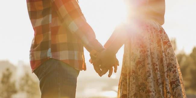 5 Tanda Pria Sedang Jatuh Cinta