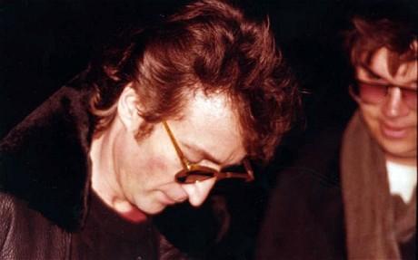 Senyum Penggemar John Lennon