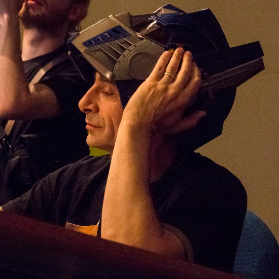 Denis avec le casque d'Optimus Prime : un vrai geek ! (Photo : Dominique Clère)