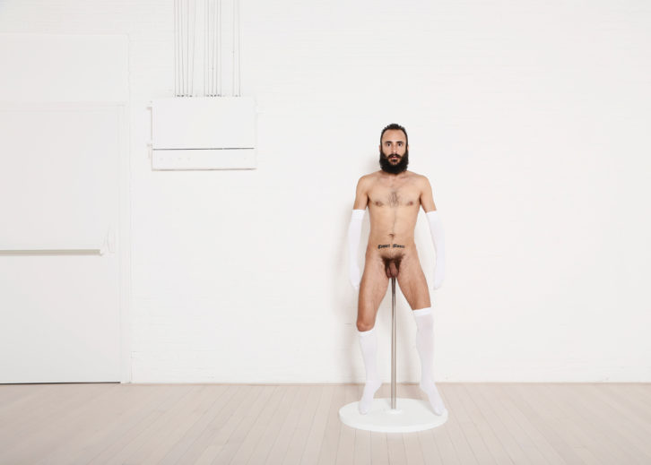 Miguel Andrés. Art is not only a decorative object, Diálogo sobre la función del arte, Serie fotográfica.