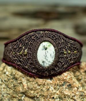 Pulsera hippie de macrame con piedra Ágata Dendrítica