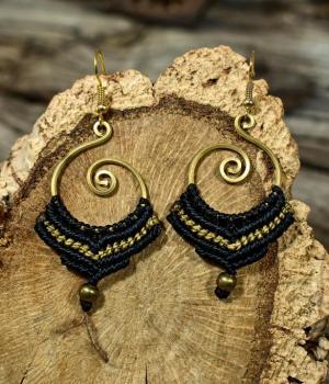 Pendientes de macramé y bronce estilo boho