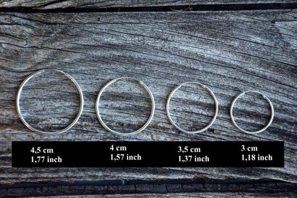Aros de plata en diferentes tamaños