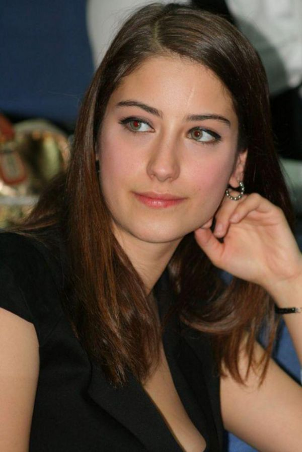 Hazal Kaya Nude Photos 26