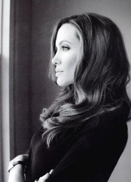 Angelina-Jolie-21