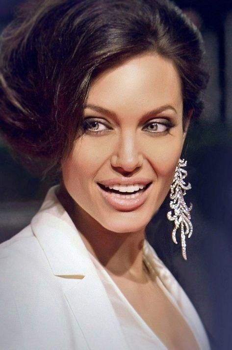 Angelina-Jolie-25
