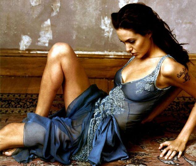 Angelina-Jolie-77
