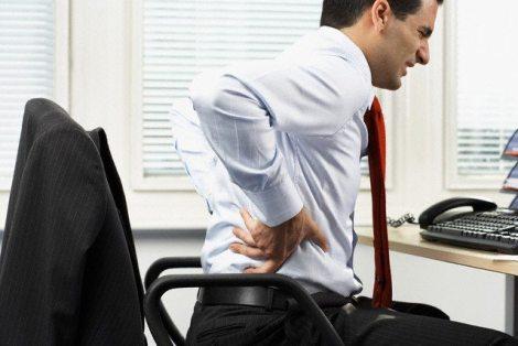 Businessman With Backache Sırt Ağrılarında, Yapılması Gerekenler
