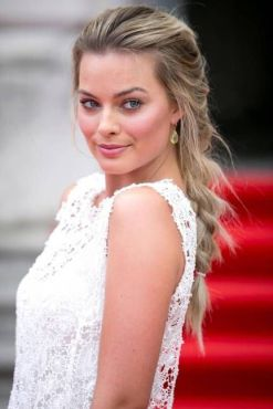 Margot-Robbie-new-photos-2014-14