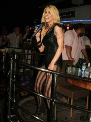 Hande-Yener-2014-47
