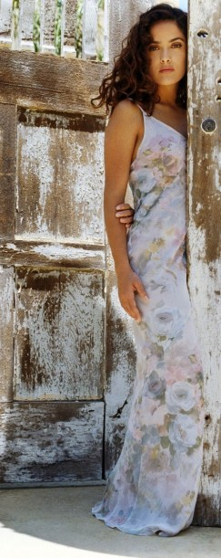 Salma-Hayek-Pictures-33