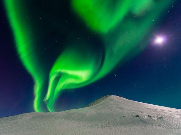 aurora-iceland-moon_90425_600x450 2015 Yılı National Geographic