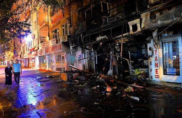 8-9-Eylül---HDP-Binaları-ve-Kürt-Kökenli-Vatandaşlara-Ait-İş-Yerleri-Ateşe-Verildi 2015'te Türkiye'de Yaşanan Olaylar