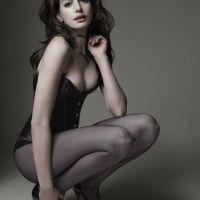Anne-Hathaway-42