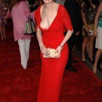 Anne-Hathaway-73