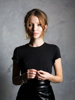 Emily-Browning-Photo-2016-1